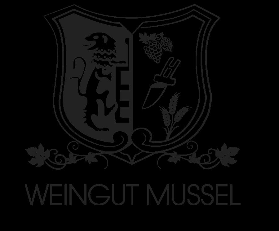 ### (link: https://www.weingut-mussel.de/weingut-vinothek// text: @ Weingut Mussel, Wörrstadt) Aktuell werden unsere Trauben nach der Lese mit viel Hingabe vom Weingut Mussel in Wörrstadt zu einem leckeren Wein ausgebaut. Für Familie Mussel haben wir auch eine schöne Vinothek im Ortskern von Wörrstadt geplant und die Umsetzung begleitet. Das ist im Übrigen auch ein super Platz, um sich nach der Hiwweltour ein erfrischendes Weinchen zu gönnen. Wer ein Glas zuviel genommen hat, kann sogar in den schönen Ferienwohnungen oberhalb der Vinothek übernachten. Das Weingut Mussel ist auf jeden Fall einen Besuch wert.